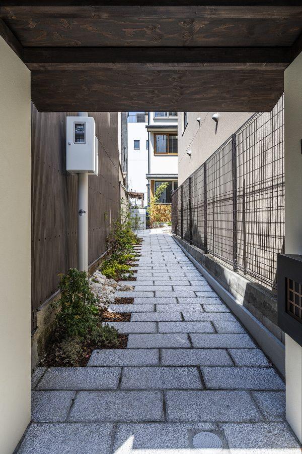 狭小旗竿地に狭小住宅を建てる方法|メリットと土地購入前に気を付けるべきこと